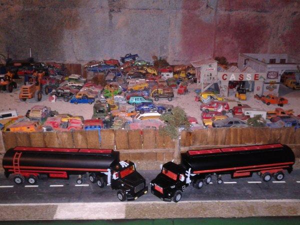 le duo camion majorette ford L 9000 et le scania 140