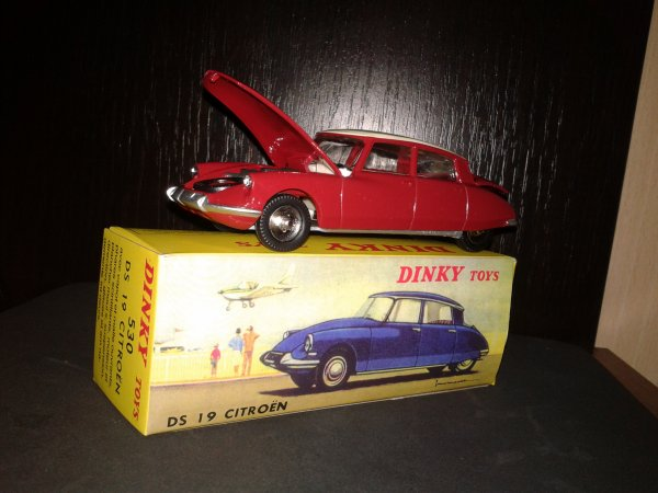 dinky toys citroen ds 19