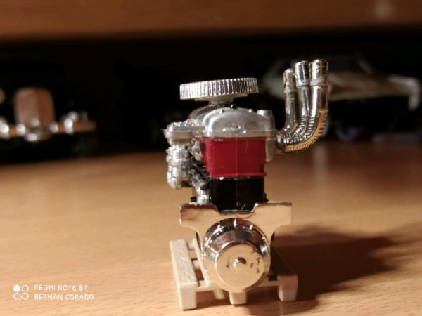 Moteur V8 de merco modifier