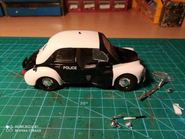 Renault 4cv rat style
