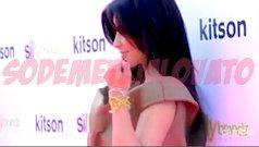 """Le 16 février 2011 , Demi était aux studios d'Hollywood Records , avec sa famille , afin qu'ont lui remette le disque d'or de son album : """"Don't Forget"""" !"""