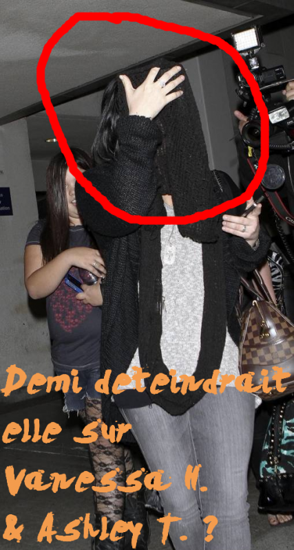Le 14 Mars 2011 , Demi arrivait et quittait l'aéroport de LAX, après avoir passé quelques jours chez sa meilleure amie, au Texas .