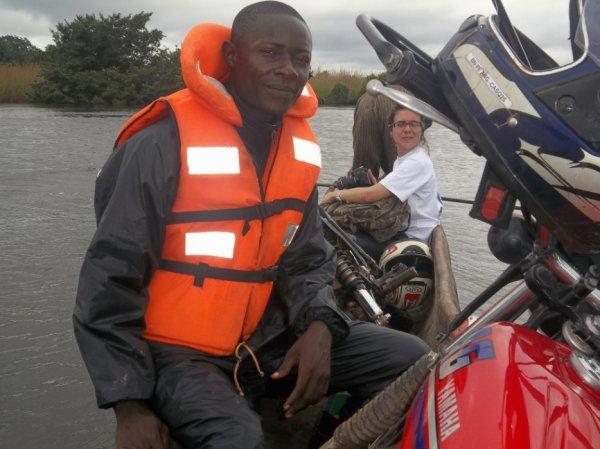 jules-mbongo  fête aujourd'hui ses 31 ans, pense à lui offrir un cadeau.Hier à 23:40