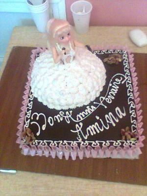 Gateau anniversaire barbie patisserie coccinelle - Decoration gateau genoise ...