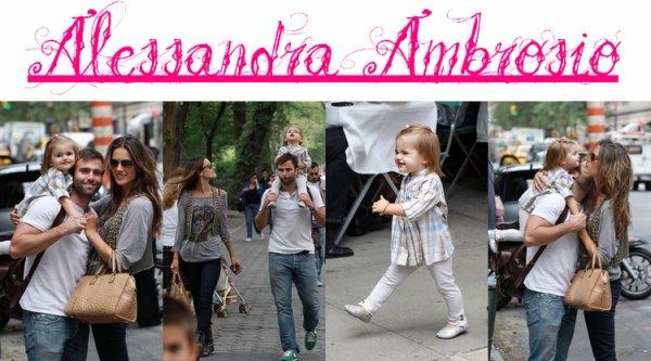 Alessandra Ambrosio et sa famille ont été aperçues dehors et à New York jeudi après-midi (le 9 septembre).