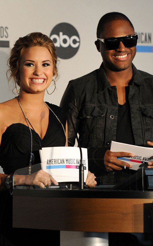 Demi Lovato et Taio Cruz Souriants.  :D