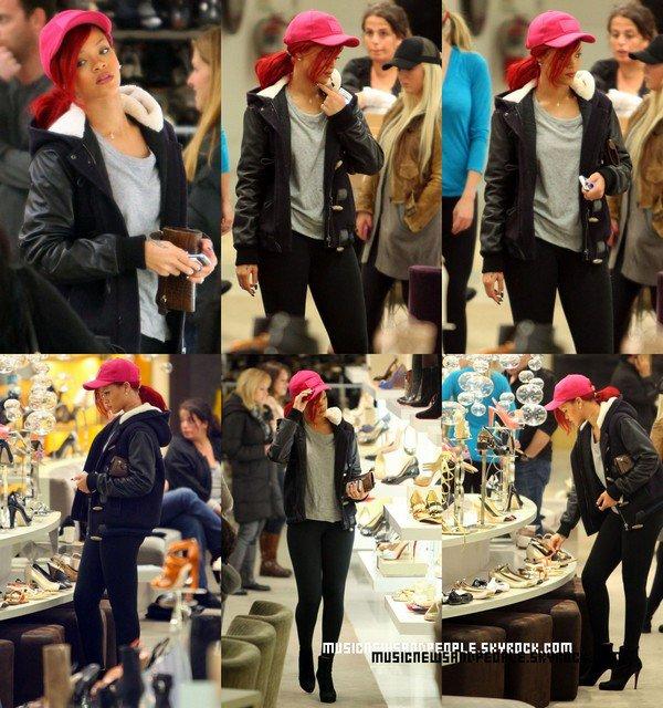Rihanna a été repéré chez a News York City Sur La 5e Avenue Dans Un Magasin De Chaussure, à Beverly Hills hier (Décembre 21).
