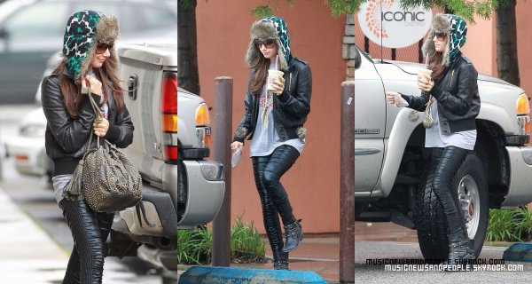 Ashley Tisdale a été aperçue à Studio City, en Californie, le mercredi matin (22 Décembre). SO Fashion !!