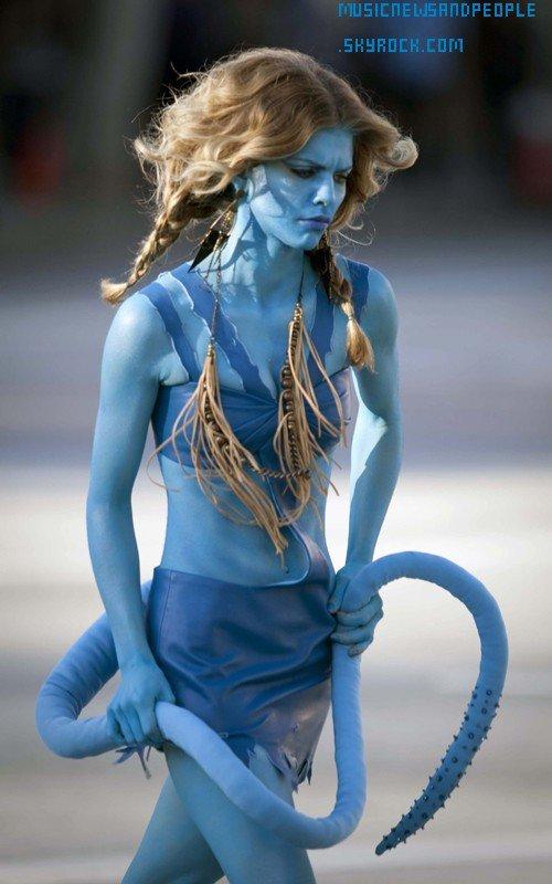 Annalynne McCord En Avatar Sur Le Set De 90210 Sa Donne SA !