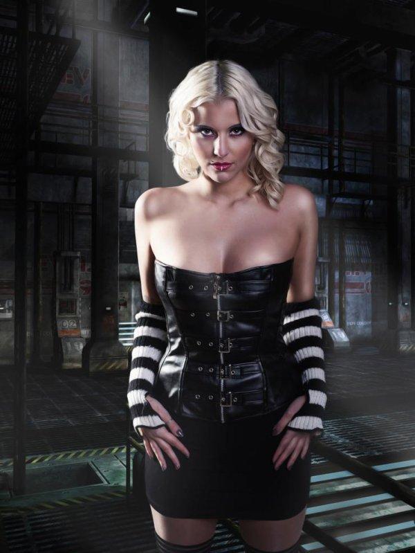 Belle blonde en corset