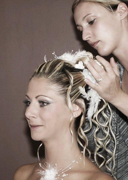 Une mariée est unique est sont jour doit être le plus beau de tous les souvenirs , La coiffure est un art et un savoir faire qui ne trompe personne , je ferait de vous la plus belle pour les yeux de monsieur .