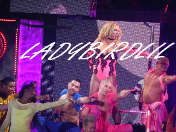 Review du 06.10.11 , Britney Spears au Palais Omnisport de Paris Bercy.