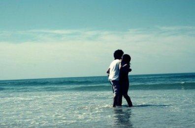 ' Toi et moi , on s'est perdu hélas. Dans cet enfer de strass. Ou nul n'est à sa place. J'en aurais passer de nuits, sans sommeil.L'envers du paradis, solitude en échos C'est le ciel métallique sous mes pieds. L'envers du paradis, quand on a chéri le chaos C'est rejoindre le cours tranquille de la vie. ' †