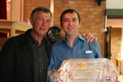 CIF, Yves Descamps, le Président remet le prix de l'as Pigeon au trésorier