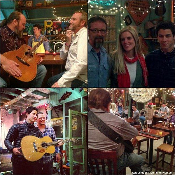 Le 27 Avril 2012 | Nick a posé avec des fans en Caroline du Nord.