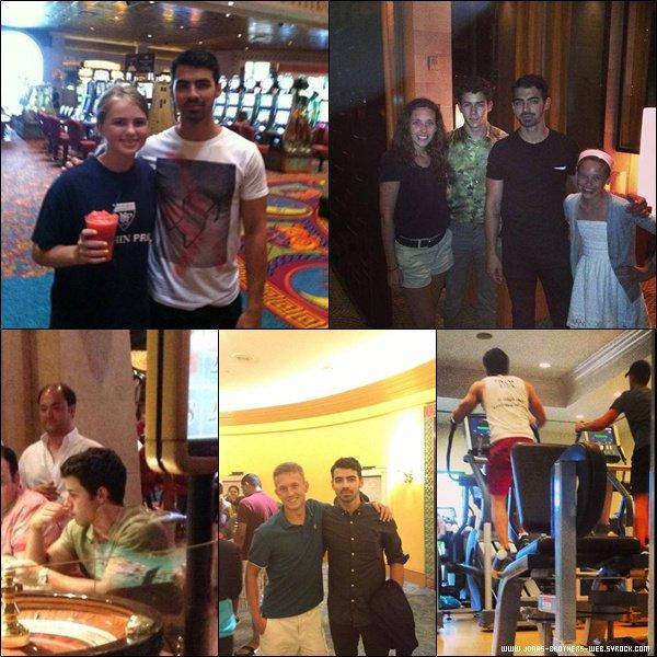 Le 29 Mai 2013 | Les Jonas Brothers toujours en vacance au Bahamas.