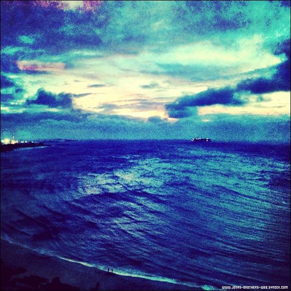 Le 30 Mai 2013 | Les Jonas Brothers profite toujours des Bahamas.