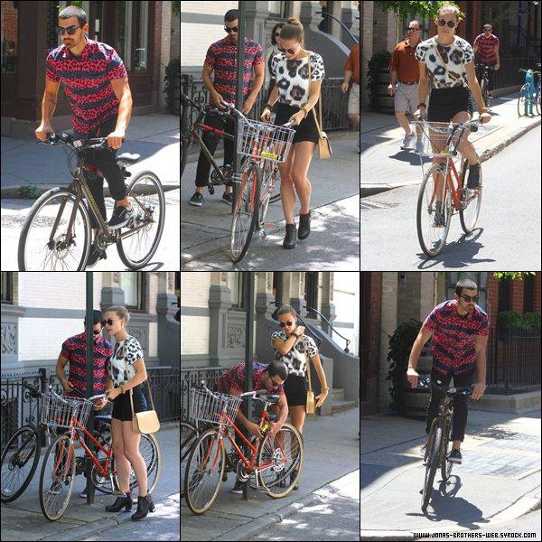 Le 04 Juillet 2013 | Joe et Blanda ont été vue en amoureux dans Soho, New York.
