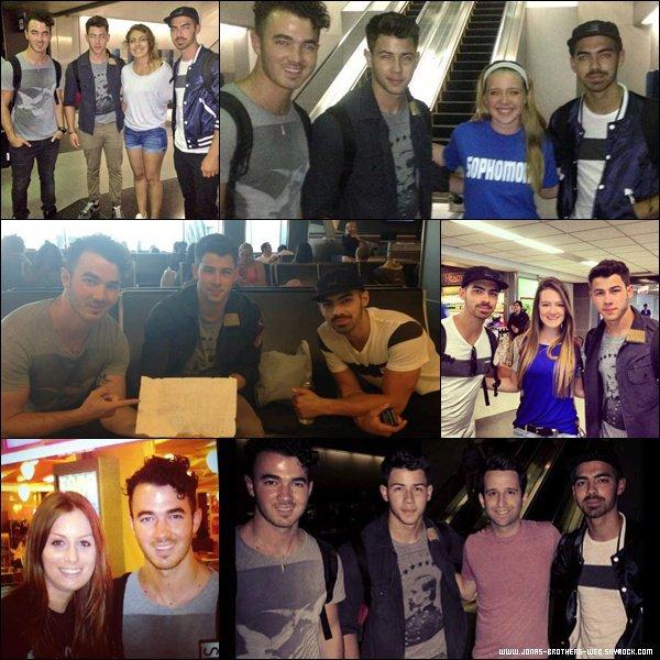 Le 06 Juillet 2013 | Les Jonas Brothers ont posé avec des fans à l'aéroport de Chicago.