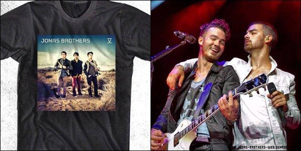 Le 11 Juillet 2013 | Les Jonas et leur fans dans Indianapolis.
