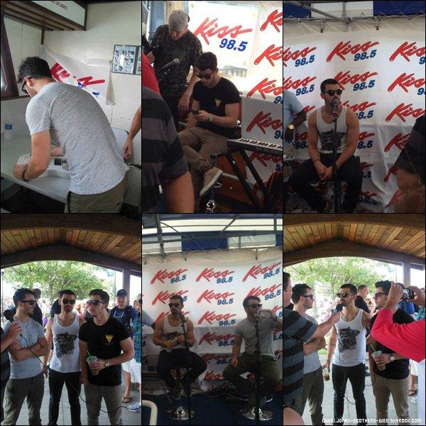 Le 18 Juillet 2013 | Concert des Jonas à Toronto, Canada.