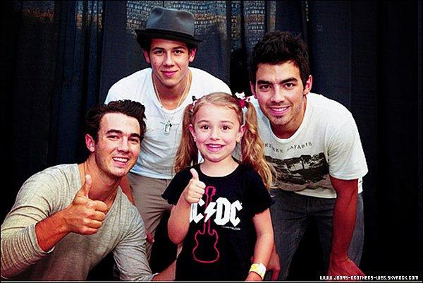 Vidéo | Les Jonas Brothers annoncent qu'ils possédent maintenant un compte Google+.