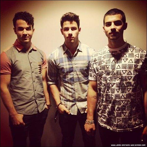 Le 25 Juillet 2013 | Concert des Jonas à Holmdel, New Jersey.