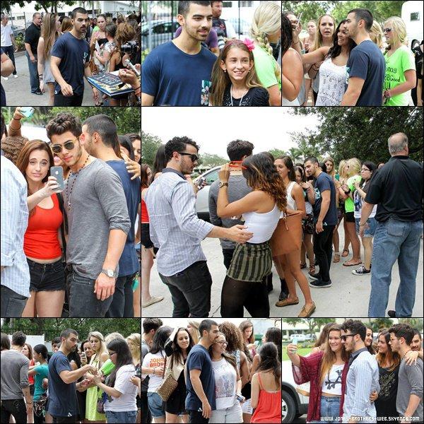 Le 02 Août 2013 | Les Jonas Brothers arrivent à WILD 95.5, WPB.