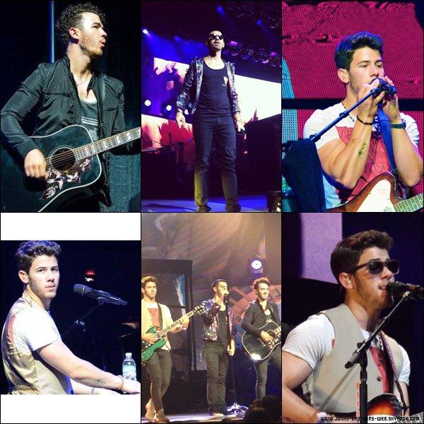 Le 03 Août 2013 | Concert des Jonas à Tampa.