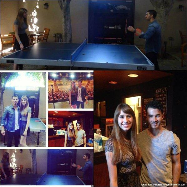 Le 16 Août 2013   Arrivée des Jonas et Blanda à L.A. Vidéo