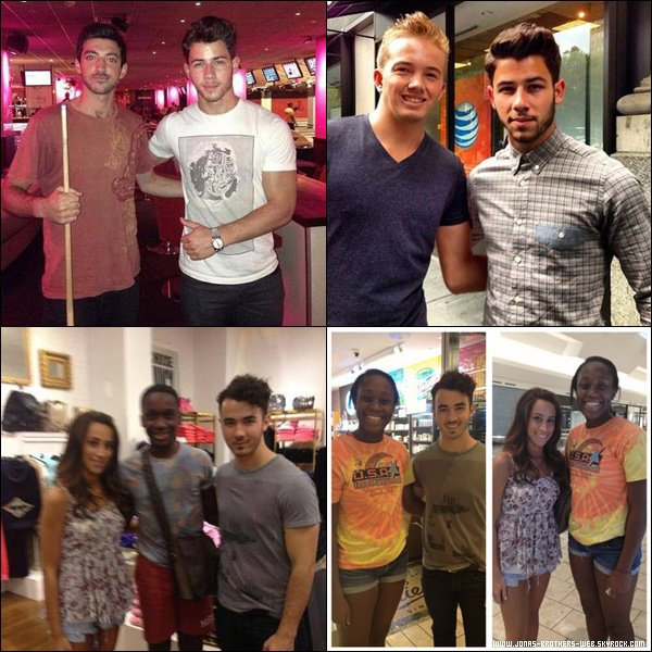 Photo | Kevin, Danielle et Nick ont posé avec des fans.