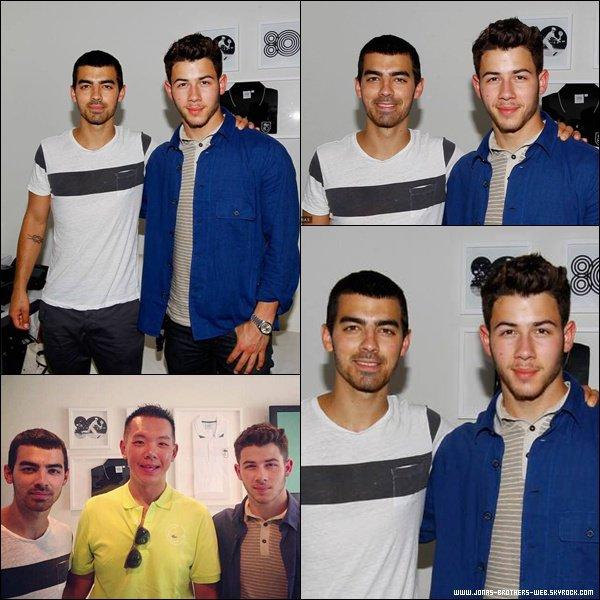 Le 03 Septembre 2013   Joe, Nick et leur petites copine sont allé à l'US Open, NY.