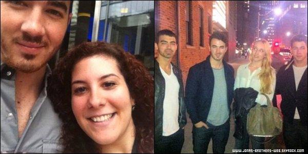 Photos | Les Jonas on posé avec des fans.