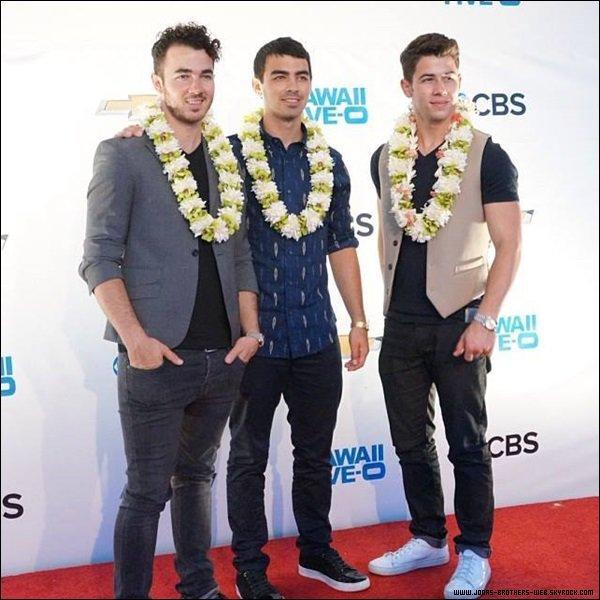 Le 26 Septembre 2013 | Les Jonas Bothers sont allé ensemble à la première de la saison 4 de Hawaï 5.0.