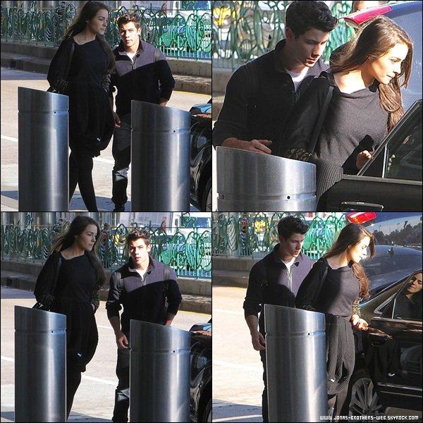 Le 21 Octobre 2013 | Nick et Olivia à l'aéroport LaGuardia.