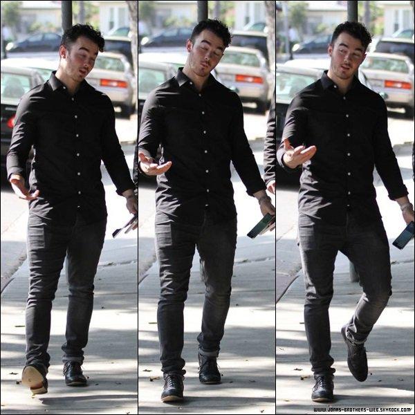 Le 24 Octobre 2013 | Kevin a été vue dans West Hollywood.