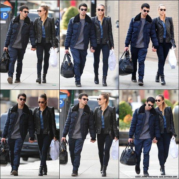 Photos   Les Jonas ont posé avec les fans.