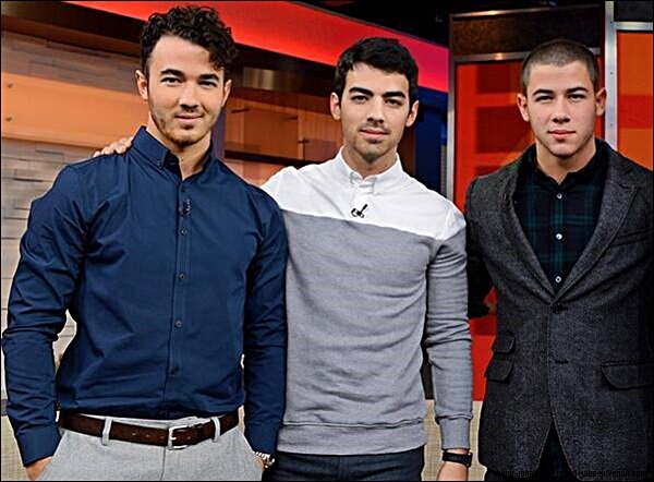 Le 30 Octobre 2013 | Les Jonas Brothers sont allé à Good Morning America ensemble.
