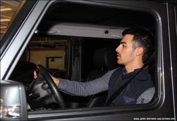 Le 06 Novembre 2013 | Joe a été vue allé visiter Juan Juan Salon à L.A.