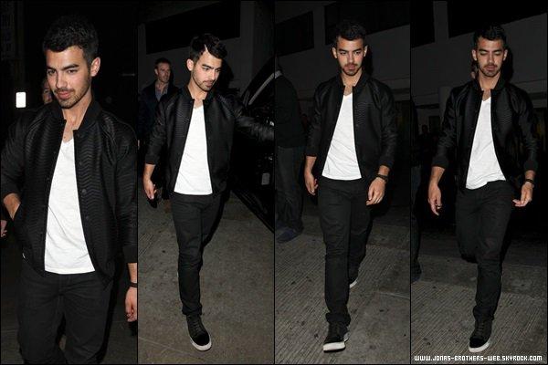 Le 06 Novembre 2013 | Joe a été à Blue Jeans Go Green au SkyBar.