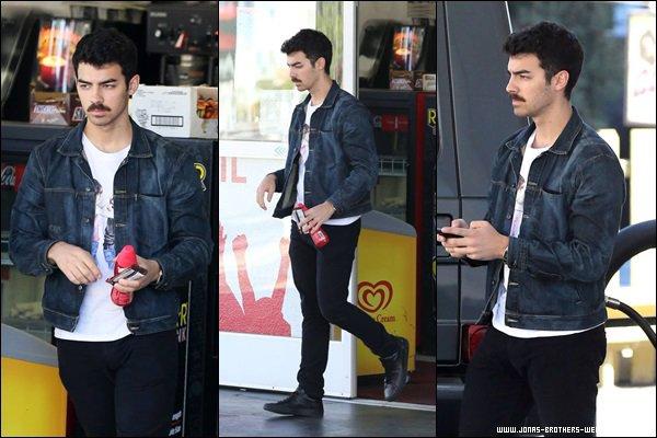 Le 04 Décembre 2013 | Joe a été vue mettre de l'essence à L.A.