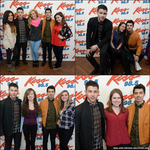 Le 12 Décembre 2013 | M&G au Kiss 98.5 Kissmas Bash à Buffalo.