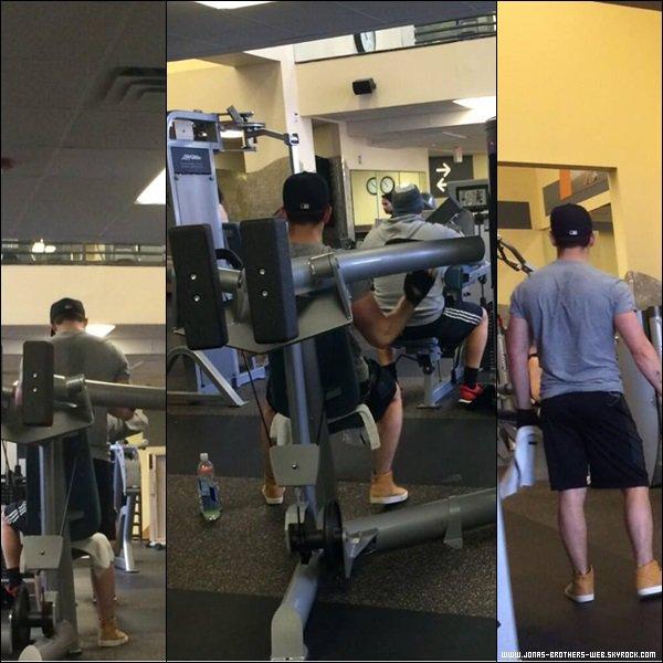 Le 08 Janvier 2014 | Nick dans une salle de gym à West Hollywood.