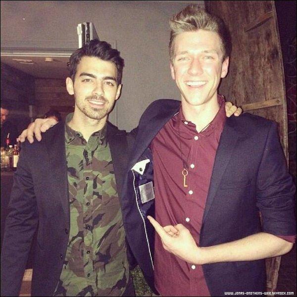 Le 04 Février 2014 | Joe et Nick ont eu un tour de magie par le magicien Collins Key à L.A.