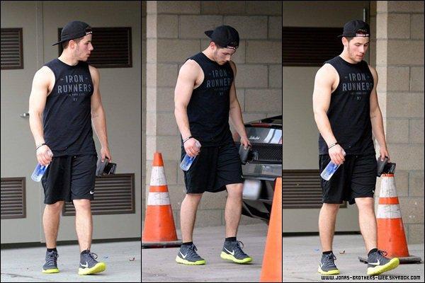 Le 03 Mars 2014 | Nick quittant la salle de gym à West Hollywood.