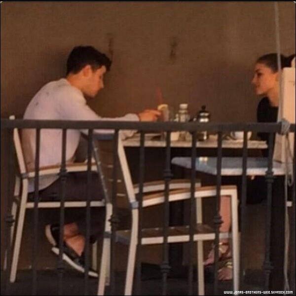 Le 22 Mars 2014 | Nick et Olivia ont déjeuné ensemble au restaurant Hugo's à L.A.