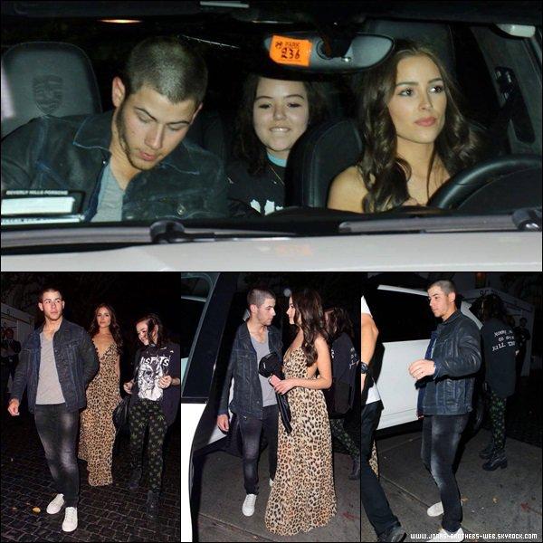 Le 08 Avril 2014 | Nick, Olivia et sa meilleure amie Maya, ont été au Chateau Marmont, L.A.