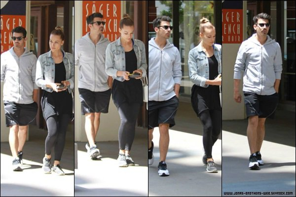 Le 22 Avril 2014 | Joe et Blanda sortant du Newsroom Cafe, L.A.