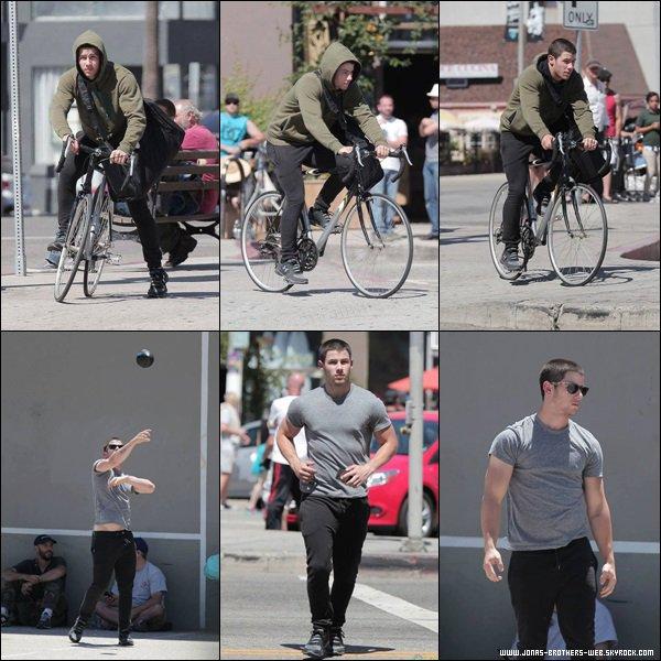 Le 14 Mai 2014 | Nick sur le tournage de sa nouvelle série Navy St, L.A.