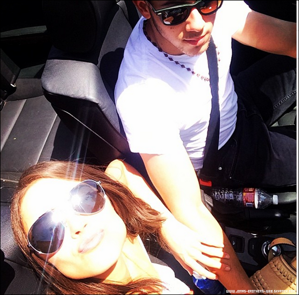 Le 18 Mai 2014 | Nick a été prit en photo par des fans à L.A.